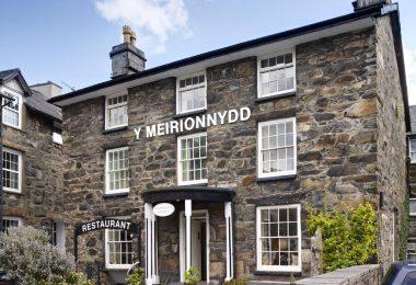 Y Meirionnydd in Dolgellau